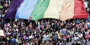 TAKSİM'DE LGBTİ MEYDAN SAVAŞI