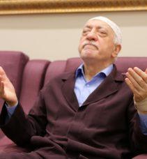 GS TARAFTARININ AÇTIĞI ROCKY'Lİ PANKARTA FENER BAHÇELİLERDEN FETÖ'CÜLÜK YORUMU