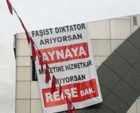AKP'DEN KILIÇDAROĞLU'NA PANKARTLI PROTESTO,FAŞİST DİKTATÖR ARIYORSAN AYNAYA BAK