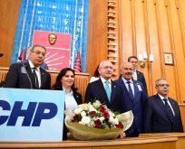 FAŞİZME KARŞI OMUZ OMUZA SLOGANIYLA MHP'LİLER,CHP'YE KATILDI