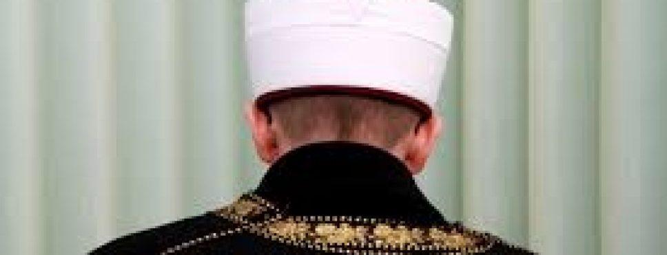 İMAM CAMİDE SURİYELİ KADINLA BASILDI,CEMAAT GALEYANA GELDİ