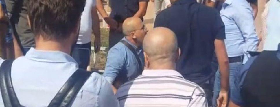 TAKSİM'DE KAYYIM PROTESTOSUNDA AHMET ŞIK'A POLİS MÜDAHALESİ