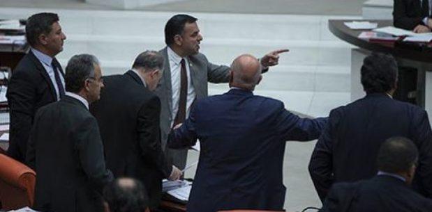 """MHP'LİLER,""""GİT"""" KELİMESİNİ """"İT"""" DİYE ANLAYINCA MECLİS KARIŞTI"""