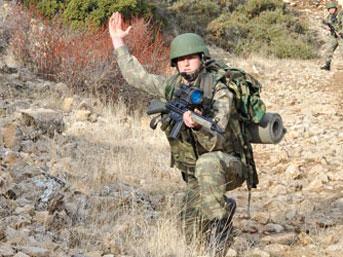 AĞRI'DA ASKER,PKK İLE ÇATIŞIYOR