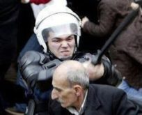 İSTANBUL'DA GEZİ KARŞITI AFİŞLEME