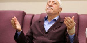 AKP'DEN YILIN ESPRİSİ,BİZ DE FETÖ'CÜ OLMAZ