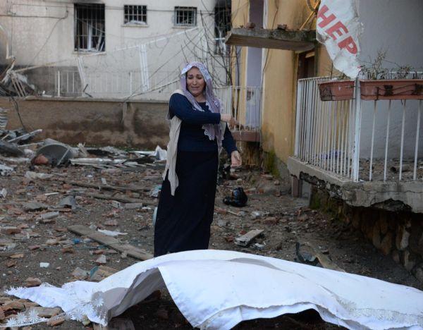 KATLİAM GİBİ SALDIRI,EMNİYET LOJMANINA BOMBALI ARAÇLA GİRDİLER,5 ÖLÜ 39 YARALI