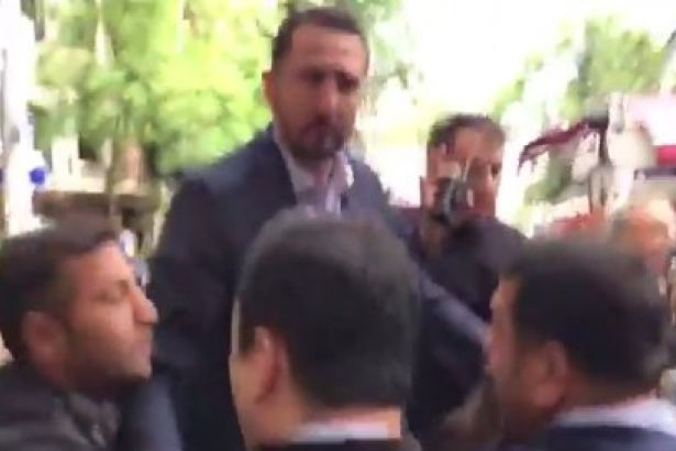 İNSAN HAKLARI ANITI ÖNÜNDE CHP'Lİ VEKİLLERE POLİS MÜDAHALESİ