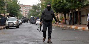 DİYARBAKIR'DA ÇATIŞMA 3 POLİS YARALI