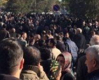 DİYARBAKIR'DA BÜYÜK GERİLİM,SUR'U PROTESTO EDEN GRUP POLİSLE ÇATIŞIYOR